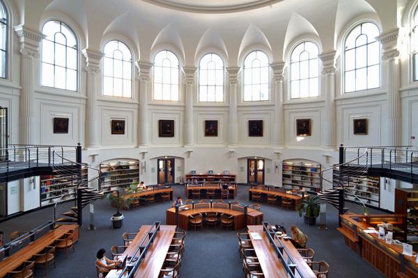 BIB 14 عکس های بسیار زیبا از زیبا ترین کتابخانه های اروپا