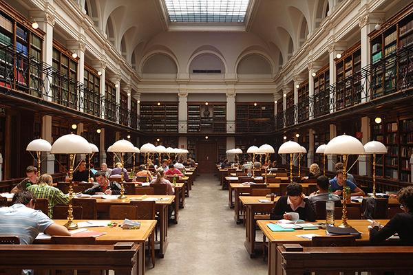BIB 15 عکس های بسیار زیبا از زیبا ترین کتابخانه های اروپا