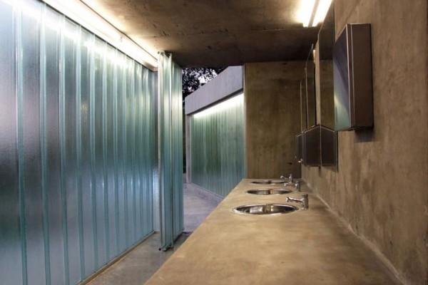 Diego Jobell Urquiza Park Green Roof Public Toilets 7 600x400 عكسهايي از دستشويي هاي عمومي در نقاط مختلف جهان