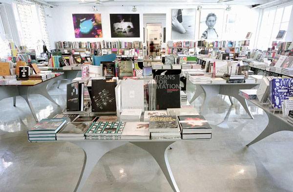 corso 20 كتاب فروشي زيباي دنيا