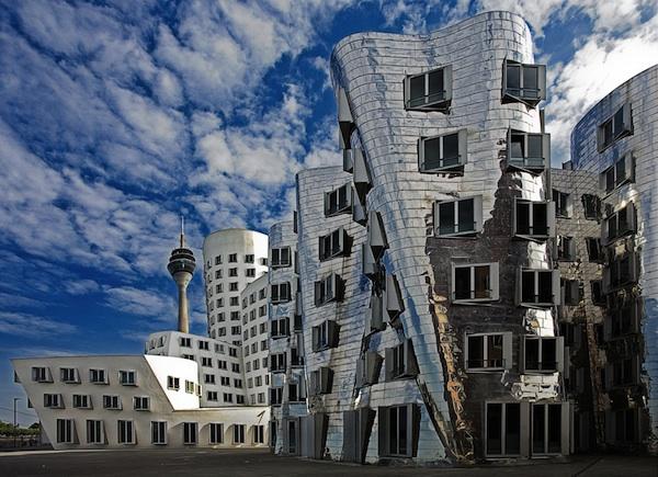 ساختمانهايي كه كج هستند كج ساختمان
