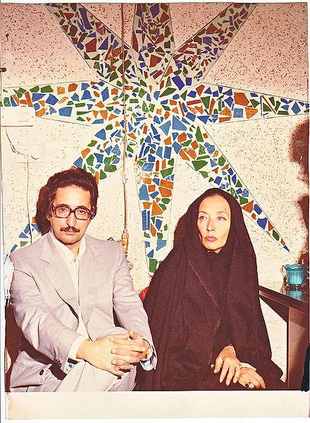 اوریانا فالاچی (راست) به همراه رئیس جمهور ایران، ابوالحسن بنیصدر (چپ)