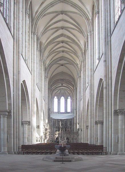 تصویر:Cathedral of Magdeburg Inside perspective corr.jpg