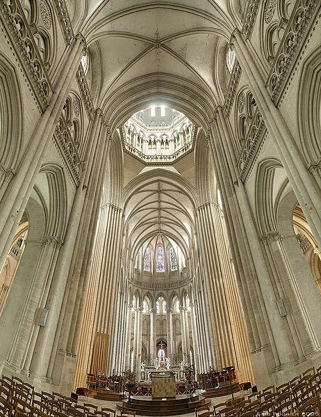 تصویر:Cathedrale de Coutances bordercropped.jpg