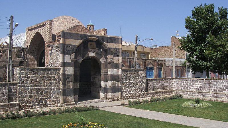 http://azarilar.loxblog.com/upload/azarilar/image/%D8%AE%D9%88%DB%8C/800px-Stone_gate_of_Khoy_3.JPG